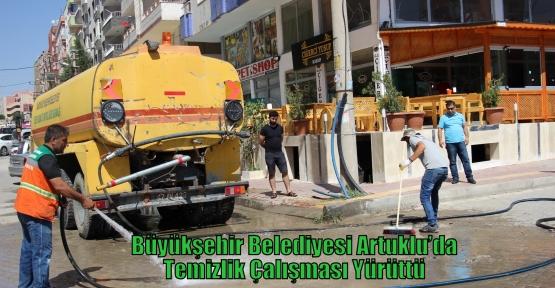 Büyükşehir Belediyesi Artuklu'da Temizlik Çalışması Yürüttü
