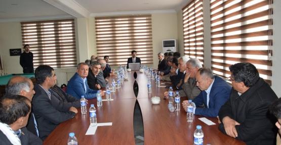 Derik Belediye Başkan vekili Kafkas,Muhtarlarla bir araya geldi.