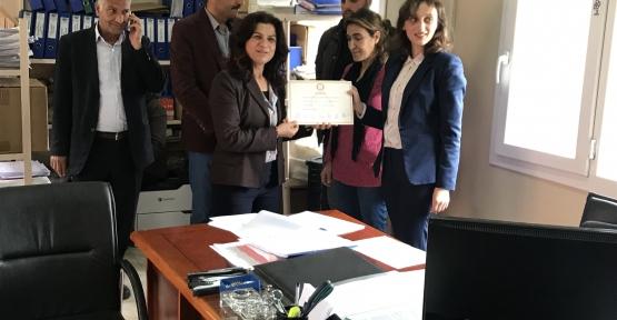 Derik HDP Belediye Eş Başkanları Esmez ve Kıran,20 meclis üyesiyle mazbatayı aldı,göreve başladı.