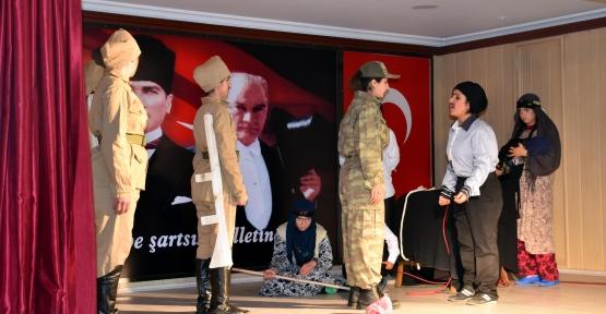 Derik'te Çanakkale  Zaferi'nin 103'üncü yılı coşkuyla kutlandı