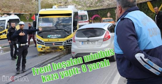 Freni boşalan minibüs kaza yaptı: 8 yaralı