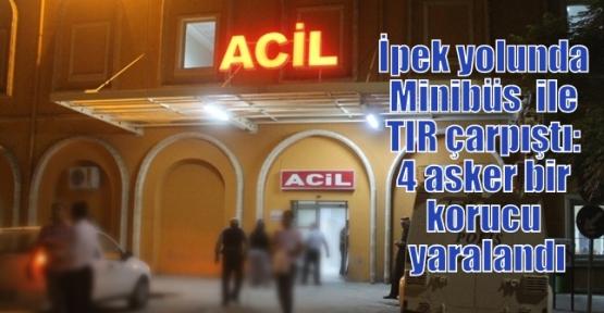 İpek yolunda Minibüs  ile TIR çarpıştı: 4 asker bir korucu yaralandı