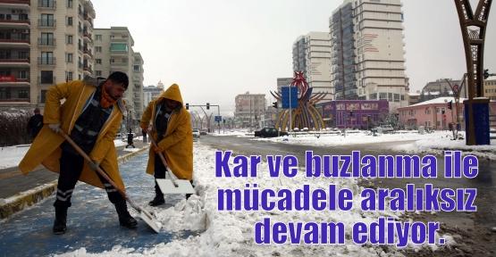 Kar ve buzlanma ile mücadele aralıksız devam ediyor.