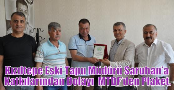 Kızıltepe Eski Tapu Müdürü Saruhan'a Katkılarından Dolayı  MTDF'den Plaket.