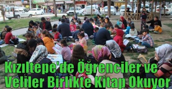Kızıltepe'de Öğrenciler ve Veliler Birlikte Kitap Okuyor