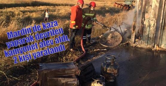 Mardin'de kaza yaparak devrilen kamyonet alev aldı, 2 kişi yaralandı