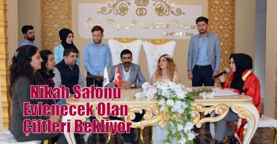Nikah Salonu Evlenecek Olan Çiftleri Bekliyor