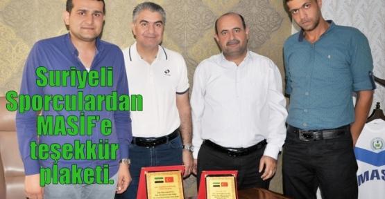 Suriyeli Sporculardan MASİF'e teşekkür plaketi.