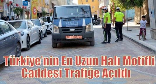 Türkiye'nin En Uzun Halı Motifli Caddesi Trafiğe Açıldı